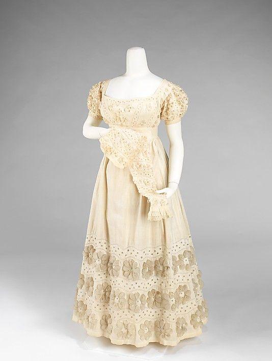 A beautiful cream evening dress, ca. 1820. #Regency #1800s #fashion