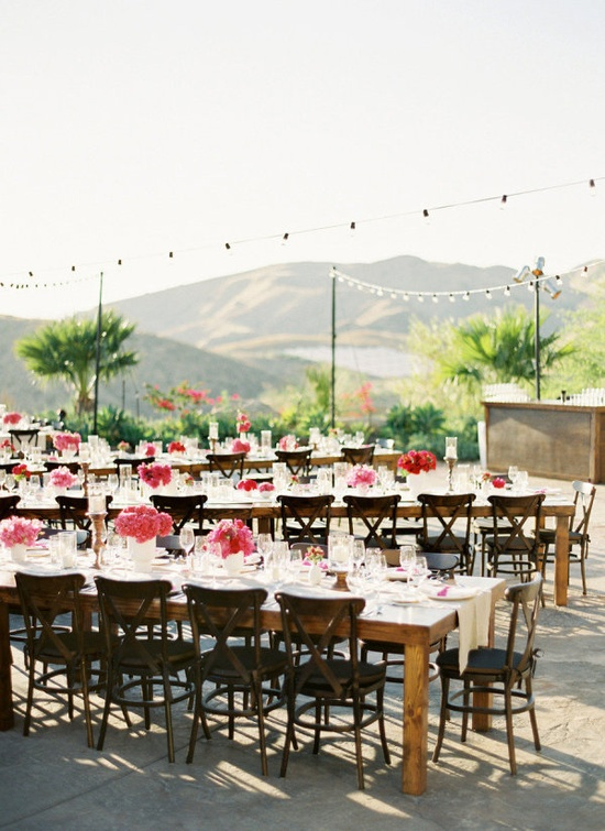 love this summery outdoor wedding
