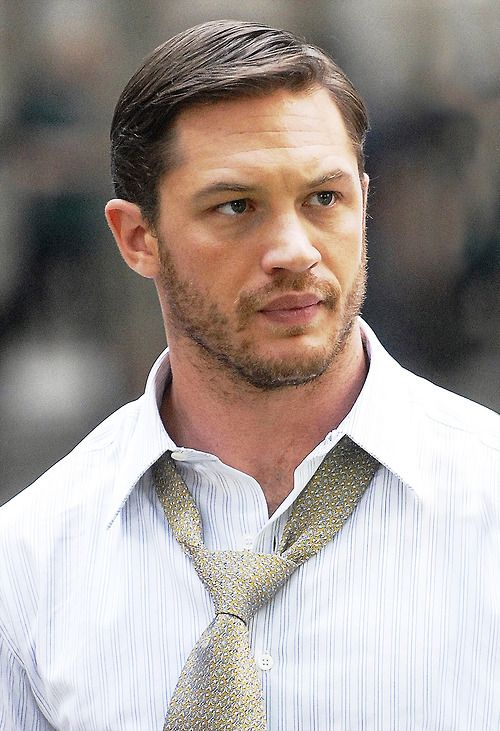 Tom Hardy. I'm not sure why men stopped doing this hairstyle....handsome and classic as fuck ?