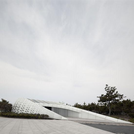 Public Bathroom / HHD_FUN Architects