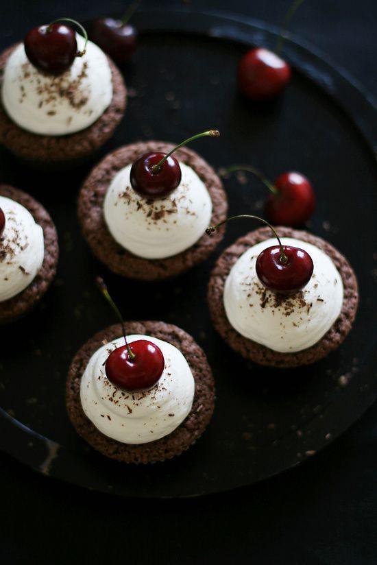... chocolate cherry cupcakes ...