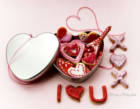 Valentine's cookie box by Milena ?, via Flickr