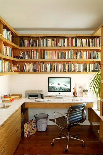"""10 Genius Design Tips To Make Your Home Look Bigger  """"I really like wrapping books around the wall in an office space above where you'll be working. This office is cozy and has an ample work surface due to the smart built-in design.""""  Photo: Courtesy of Apartment Therapy"""