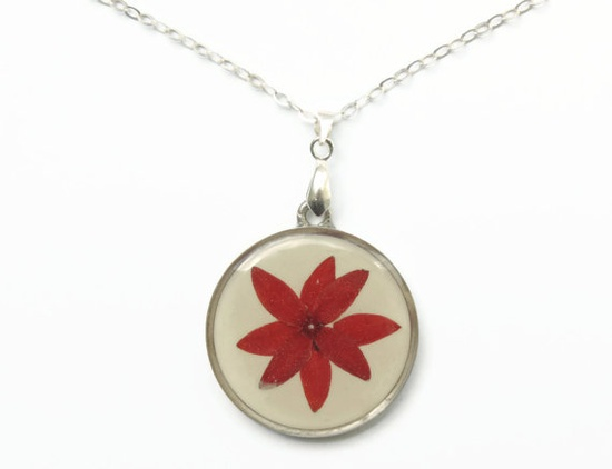 Pressed flowers pendant dried flowers in by AmazoniaAccessories, €19.00