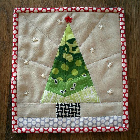 Adorable Christmas Tree mug rug