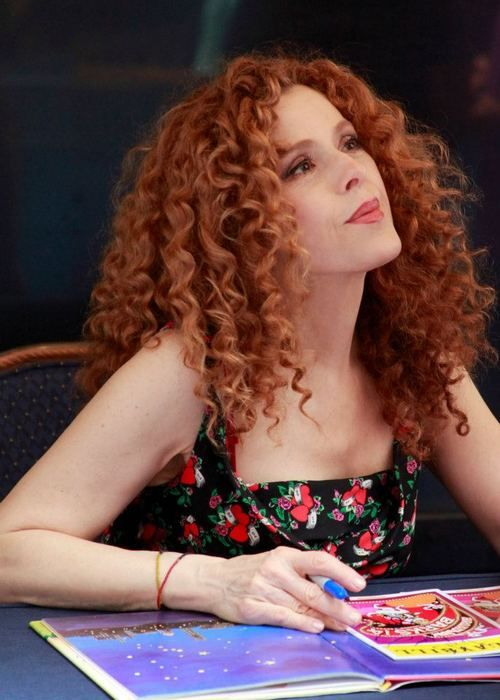 Bernadette Peters      Broadway Barks 14      signing      photo by Rick Edwards