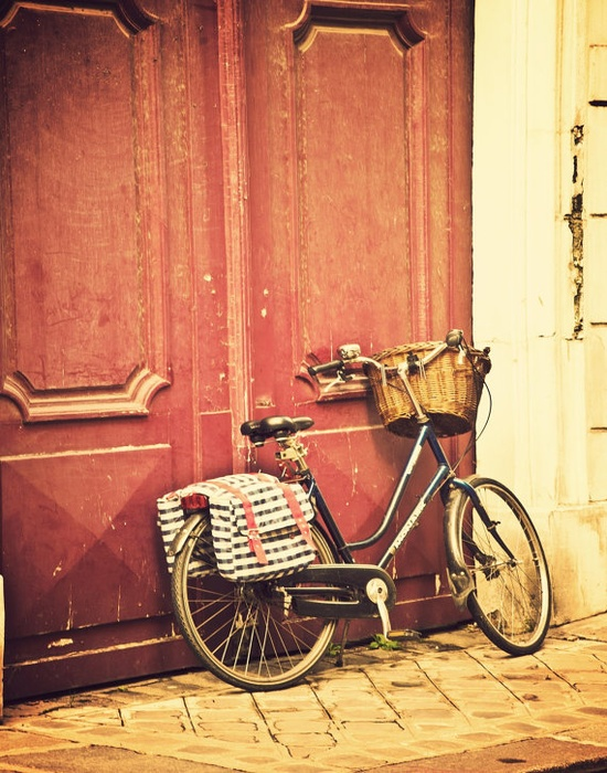 vintage bicycle in Paris