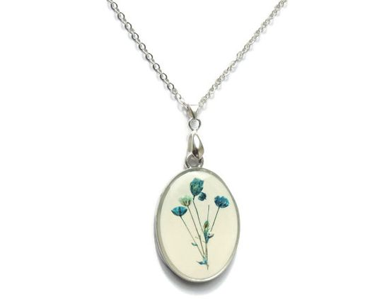 Baby's Breath pendant real flowers jewelry by AmazoniaAccessories, €19.00 #blue #flowers #pendant #necklace #jewelry #resin #floral #silver #botanical