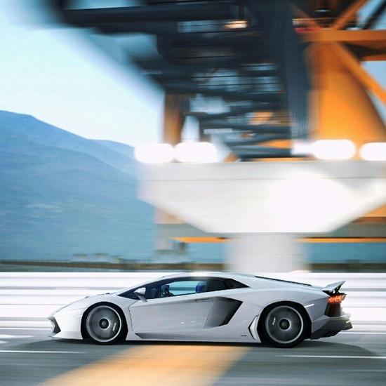 High Speed Lamborghini Aventador LP700-4