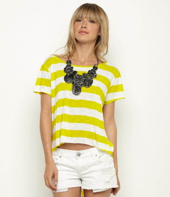 Great summer look. Add a unique necklace to separate yourself from the flock. via roxy.com