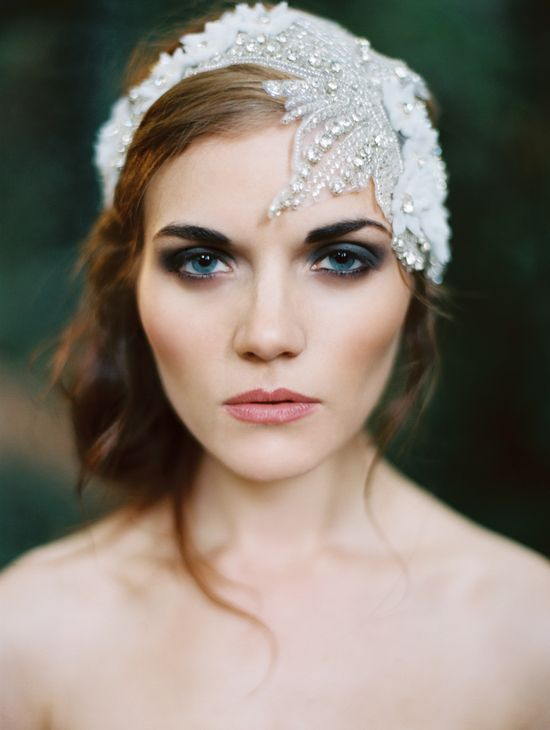 smoky-eyes-and-a-vintage-inspired-bridal-headpiece