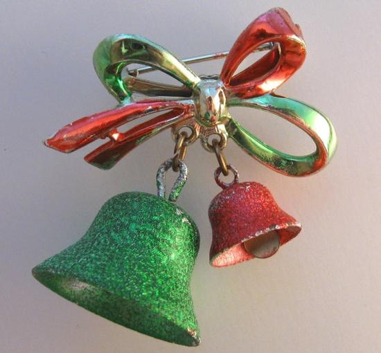 Vintage Christmas Pin & Earrings Bells and by VintageJewelsAndMore, $17.00