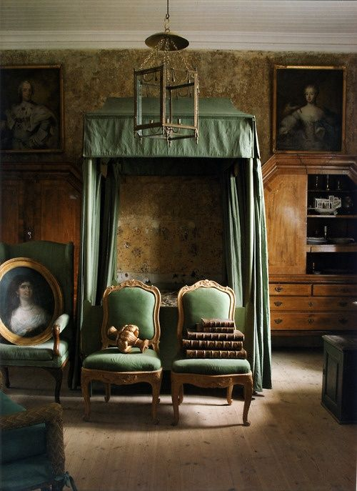 And the perfect traditional bedroom in green