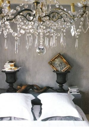 Bedroom with chandelier - Glamorous chandelier