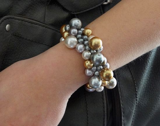 Super-simple clustered pearls bracelet made with elastic.  Hmmm... could develop this idea a bit further. #handmade #jewelry #bracelet #beading
