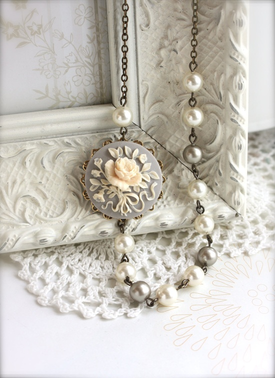 pretty pearl necklace. love this!