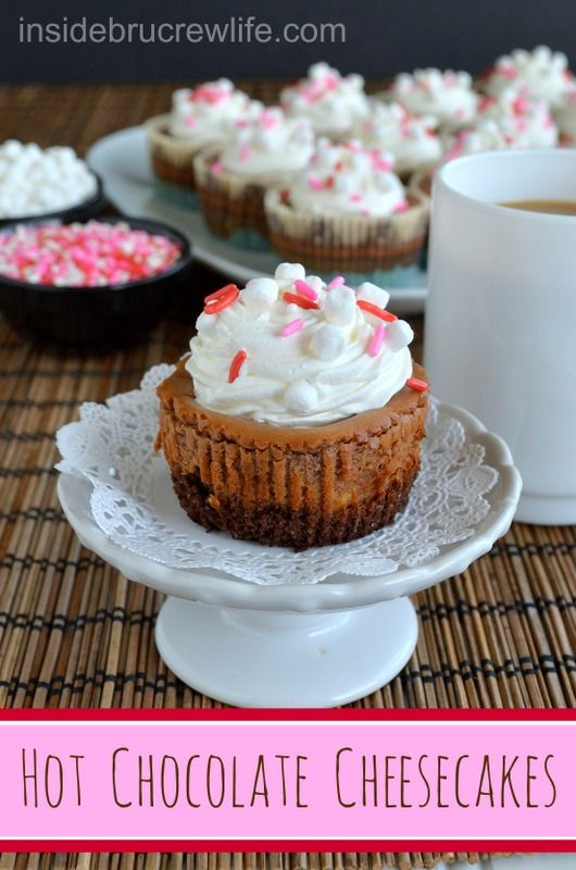 Hot Chocolate Cheesecakes - cupcake sized cheesecake made with hot chocolate mix #cheesecake #hotchocolate #coolwhip @Mary Beth Parker BruCrew Life