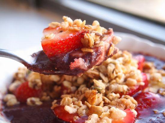 Acai Bowl // www.lakeshorelady... // Healthy Eating