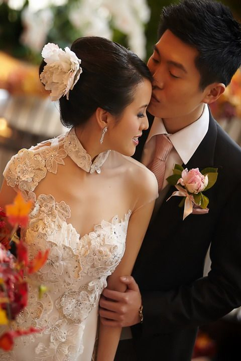 Love this modern wedding ao dai!! Want!! Olivia Couture - Happy