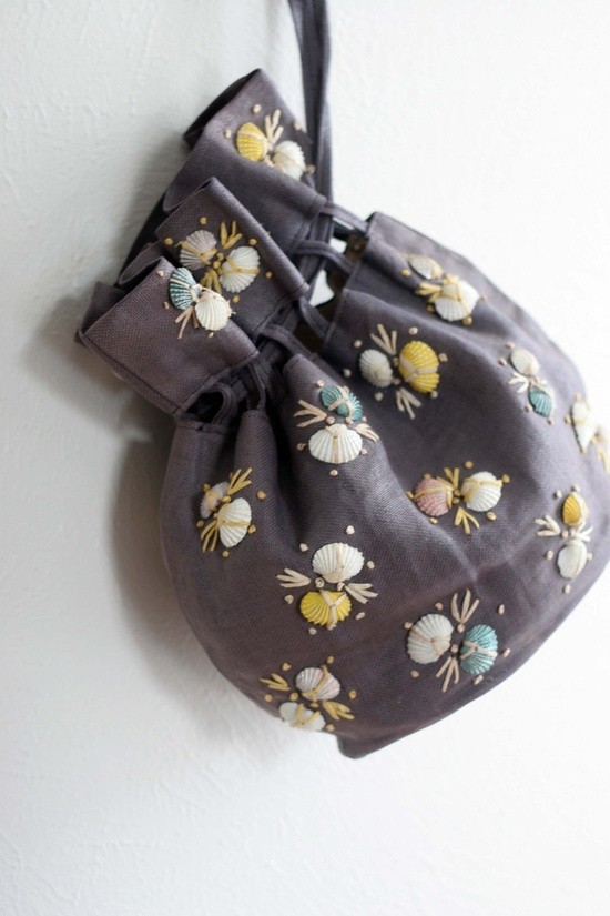 She Sells Sea Shells: 2 - Vintage Handbag. $26.00, via Etsy.