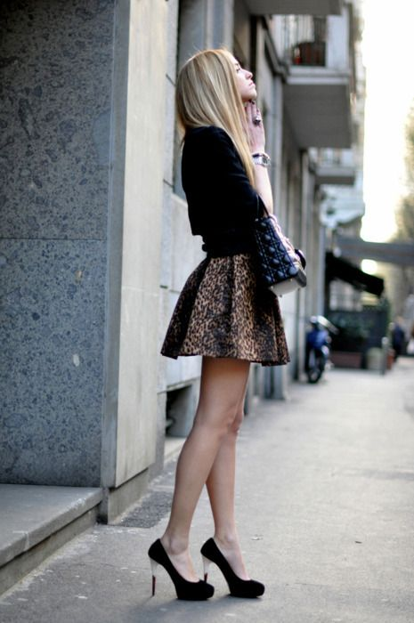 leopard skirt #animalprint #prints #miniskirt #shoes #heels #pumps #details #urban #fashion #outfit #glam #glamorous #modern #chic #style #simple #accessories #bag #onthego #effortless