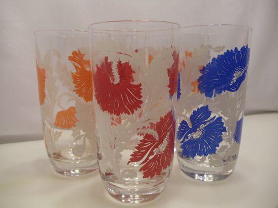 Retro Kitchen Decor Bold Flower Design Glass by BuslinHeirlooms, $16.50