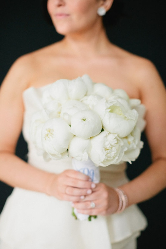 classic peony bouquet  Photography by erinheartscourt.com, Floral Design by skyeventsandprodu...