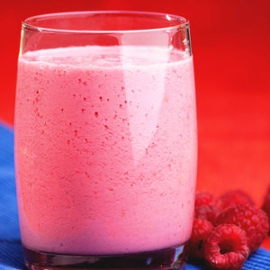 Spiced Raspberry Cottage Cheese Smoothie by realage.com: This smoothie is packed with protein from cottage cheese and fiber from raspberries and oats to keep your blood sugar steady. A touch of honey rounds out the flavor. (Calories: 134; Fat: 1g (0g sat fat); Protein: 8.4g; Carb: 25g; Fiber: 6.4g; Chol: 3mg; Sodium: 216mg; Calcium: 55mg) #Smoothie #Healthy #Raspberry_ Cottage_Cheese #realage
