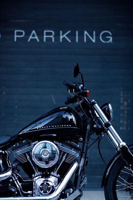 Motorcycle Parking Lot (Estacionamento de Motos)
