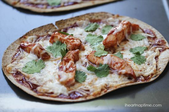Easy BBQ chicken pizza recipe I Heart Nap Time
