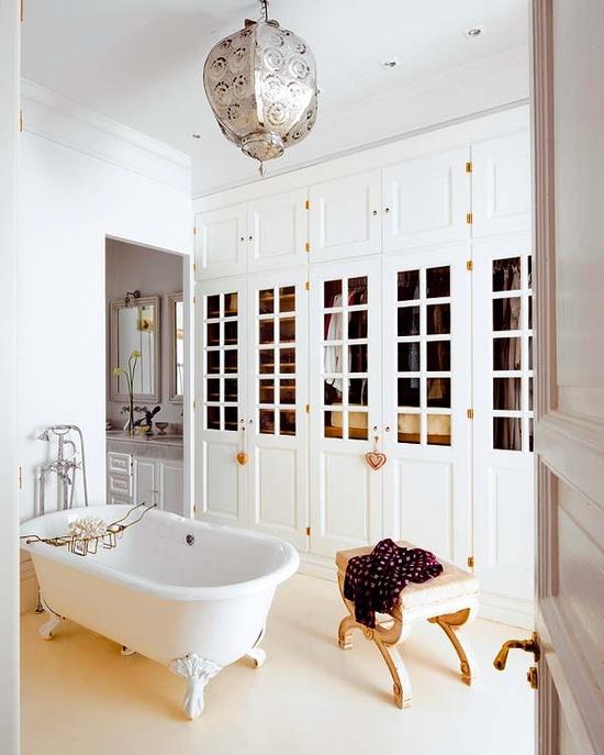 Closet + bathroom inspiration via Nuevo Estilo