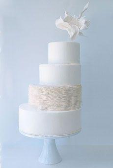 Exquisite, modern, white cake #weddingcake #wedding