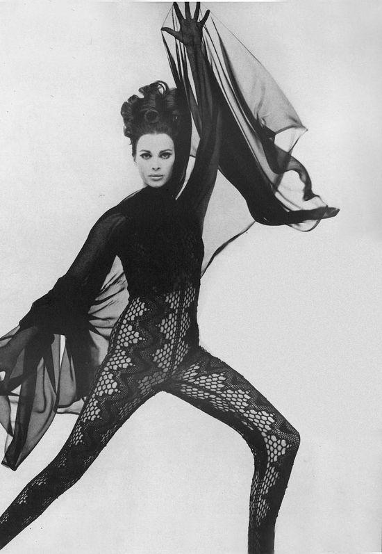 Photo by William Klein for Vogue, 1965.