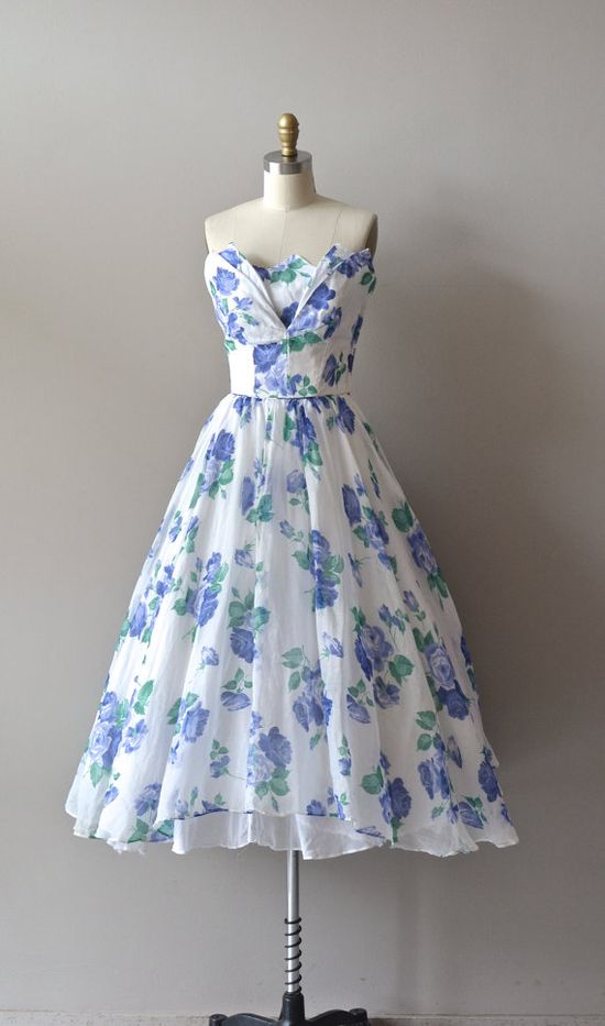 1950's Strapless Print Dress #floral #fashion #dress #1950s #partydress #vintage #frock #retro #sundress #floralprint #petticoat #romantic #feminine