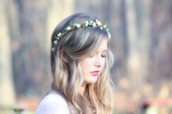 floral tiara...it's so cute! :3