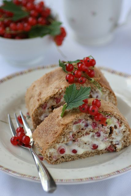 Red currant roll