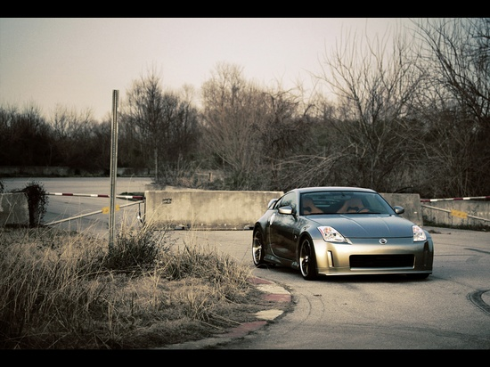 Nissan 350 Z! Favorite car(: