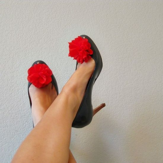 Love red + gray combo--another shoe clip