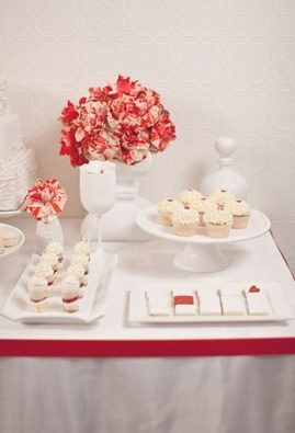 Red & white dessert table #ido #wedding #decor #inspiration