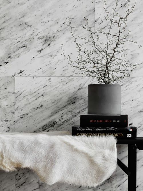 #interior #decor #styling #scandinavian #grey #marble #plant #pot #sheepskin