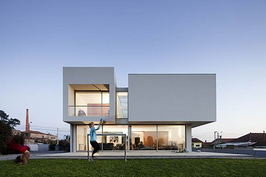 Paramos House in Espinho, Portugal by Atelier Nuno Lacerda Lopes