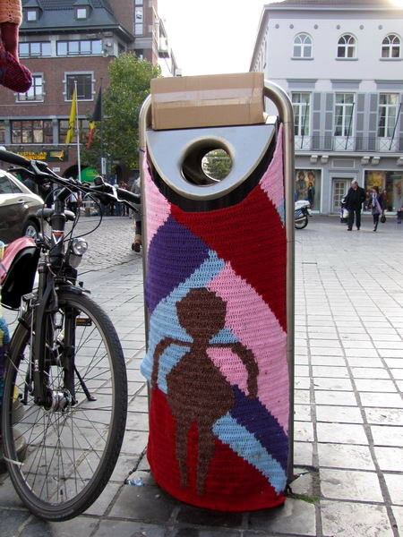 Hasselt street art & graffiti - street knitting