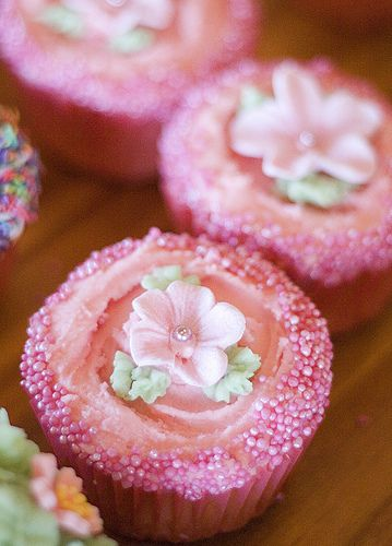 pretty pink floral cuppy cakes
