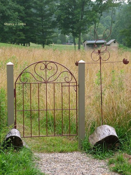 Gate for labyrinth