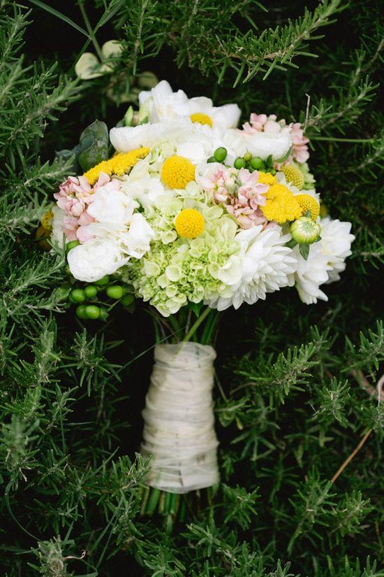 pretty wedding bouquet www.weddingchicks...