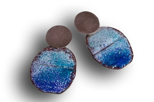 Montserrat Lacomba - Earrings  eIL1  Enameled and oxidized copper and silver.  42x25x1 mm.