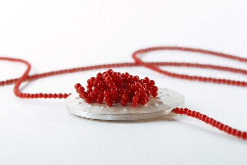 Bettina Goetsch  Necklace: 02 Linje  Silver, coral  Ø 4.5 cm