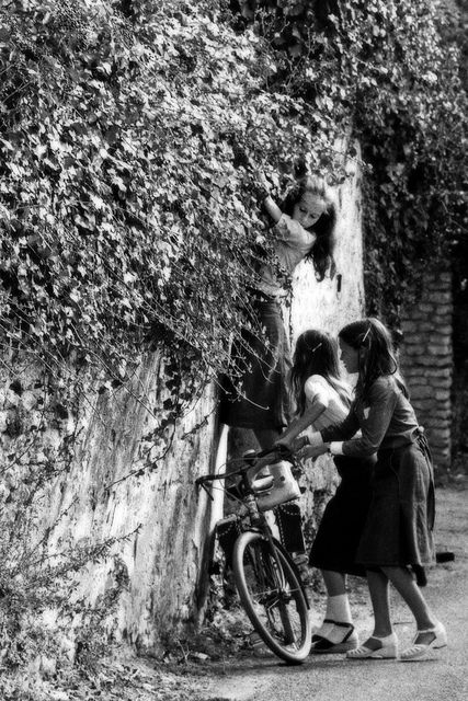 French girls, scheming, 1970.
