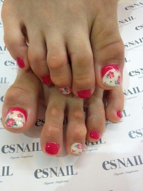 Toe nails Flowers