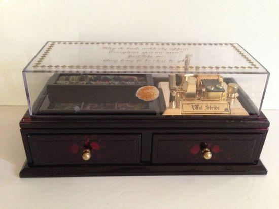 Unusual Vintage Music Box by LaDolfina on Etsy, $35.00